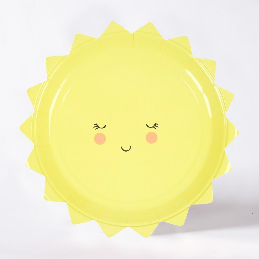 A yellow, sun-shaped party plate with a cute smiling face