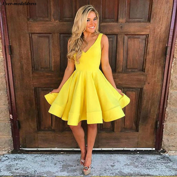 Yellow Short Graduation Dresses 2020 Homecoming Dresses V-Neck Zipper Back A-Line Simple Prom Party Gowns Mini Cocktail Dresses 2020
