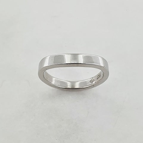 18ct White Gold Curved Ring