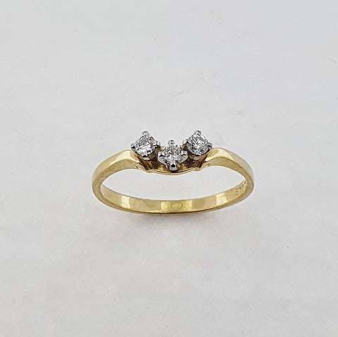 Diamond 18ct Gold Curved Ring