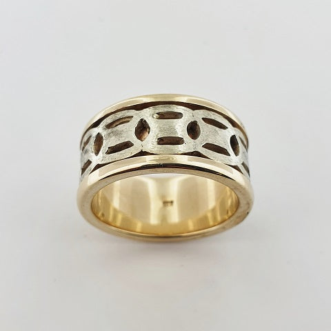 9ct Yellow & White Gold Engraved Ring