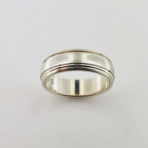 9ct White Gold Ring