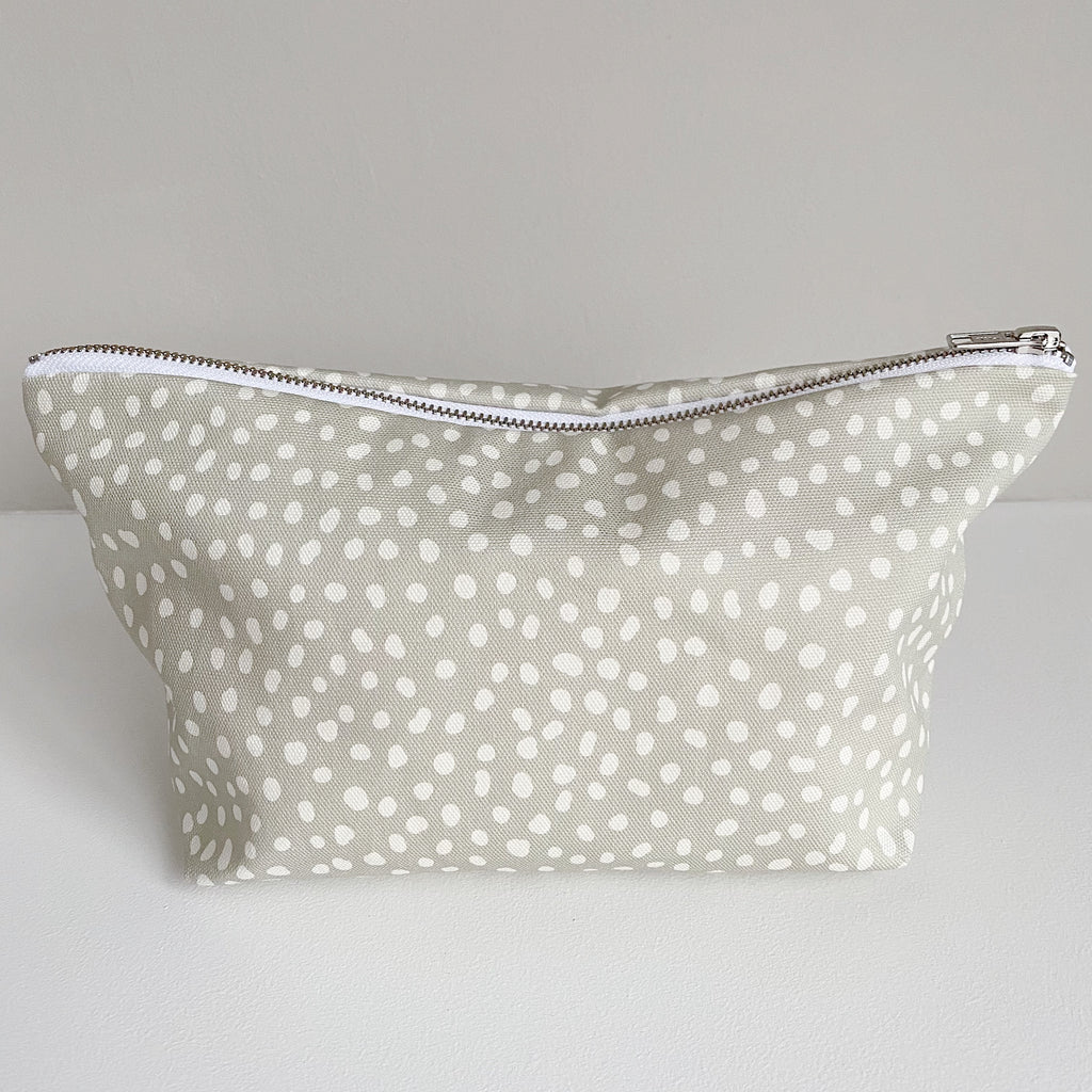 bobbin-and-bumble's Nappy Wallet // Zip Baby Changing Bag Pouch - Grey Spots Print.