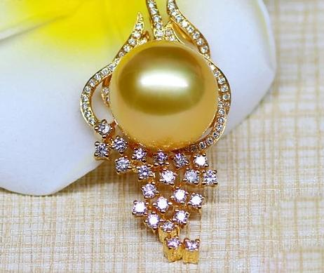 18k Gold Natural Southsea Pearl Diamond Pendant