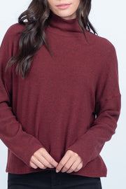 STRONG-WILLED BURGUNDY TURTLE NECK SWEATER