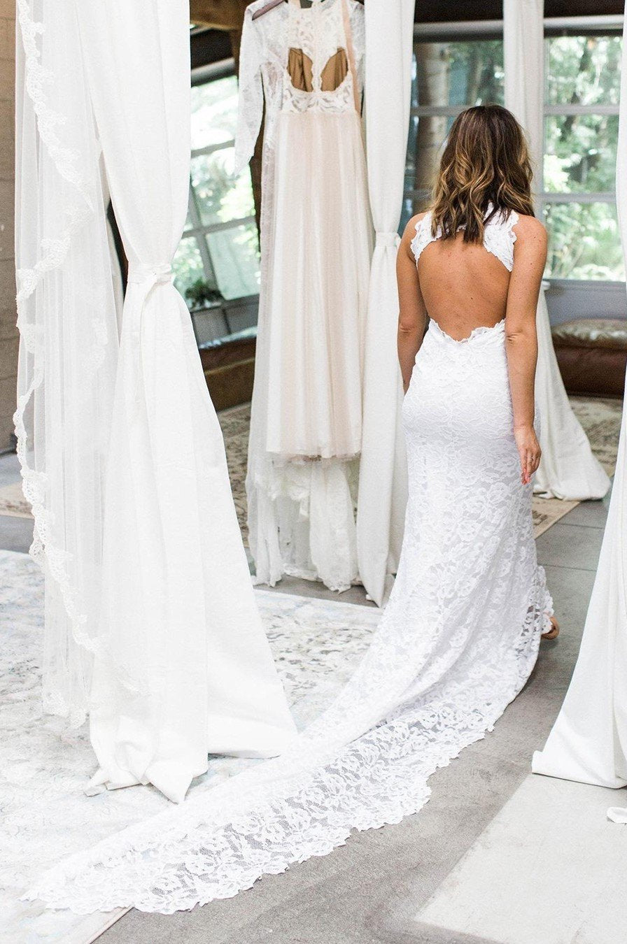 2020 Charming Sheath Asymmetrical Lace Backless Halter Beach Wedding Dresses