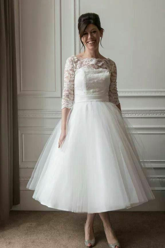 2020 New Arrival A Line Tea Length Tulle Ivory Long Sleeves Lace Short Outdoor Lace Wedding Dresses