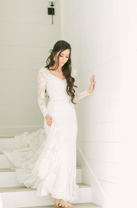 Amazing Sheath Long Sleeves V Neck Long Train Lace Wedding Dresses 2020