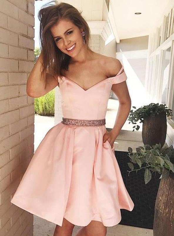 2020 A-Line/Princess Sweetheart Off-The-Shoulder Beading Pleated Short/Mini Homecoming Dresses