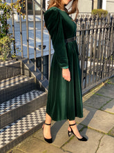 Load image into Gallery viewer, Ivy velvet midi dress
