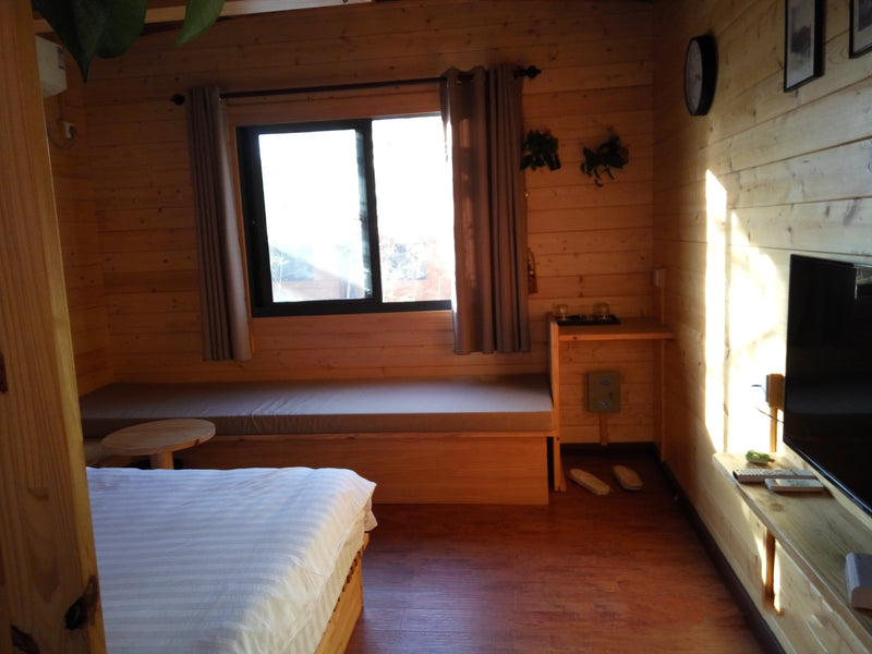 2019 New Style Russian Pine Deluxe decorated prefabricated tiny wooden trailer house