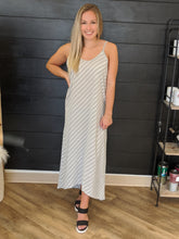 Load image into Gallery viewer, Diagonal Stripe Maxi(2 colors)