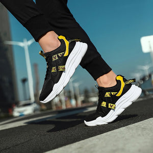 Men with a thick bottom wear wearable leisure sports shoes
