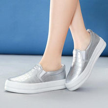 Load image into Gallery viewer, Women's Slip-On Round Toe Fashion PU Loafers
