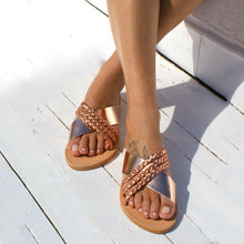 Load image into Gallery viewer, Plus Size Criss Cross Slippers