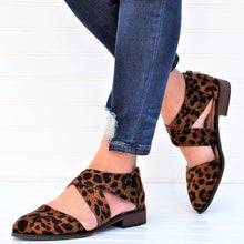 Load image into Gallery viewer, Tan Leopard Wing Crisscross Sandals