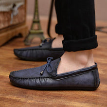 Load image into Gallery viewer, Men Vintage Classic Moc ToeSoft Slip On CasuaL Loafers