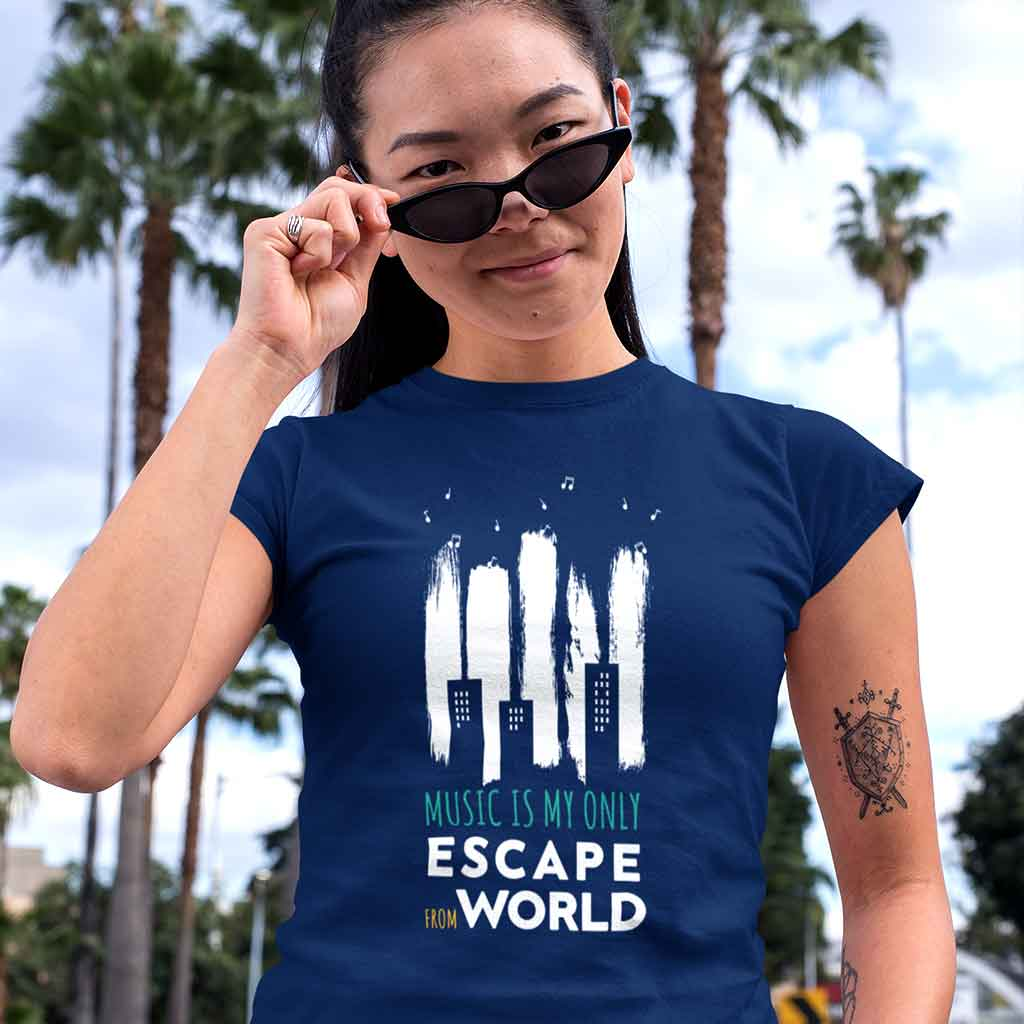 crewneck-navi-blue-t-shirt-music-tee-featuring-a-woman-with-sunglasses-at-an-urban-environment