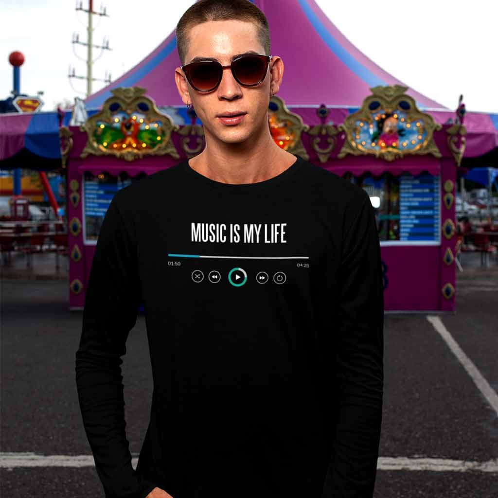 full-sleeve-t-shirts-for-boys-wearing-a-long-sleeve-tee-at-a-carnival