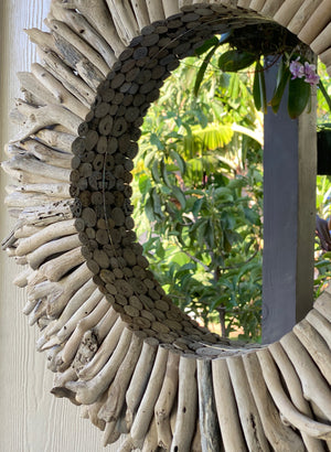 Whitewashed Driftwood Mirrored Wreath (24 inch)