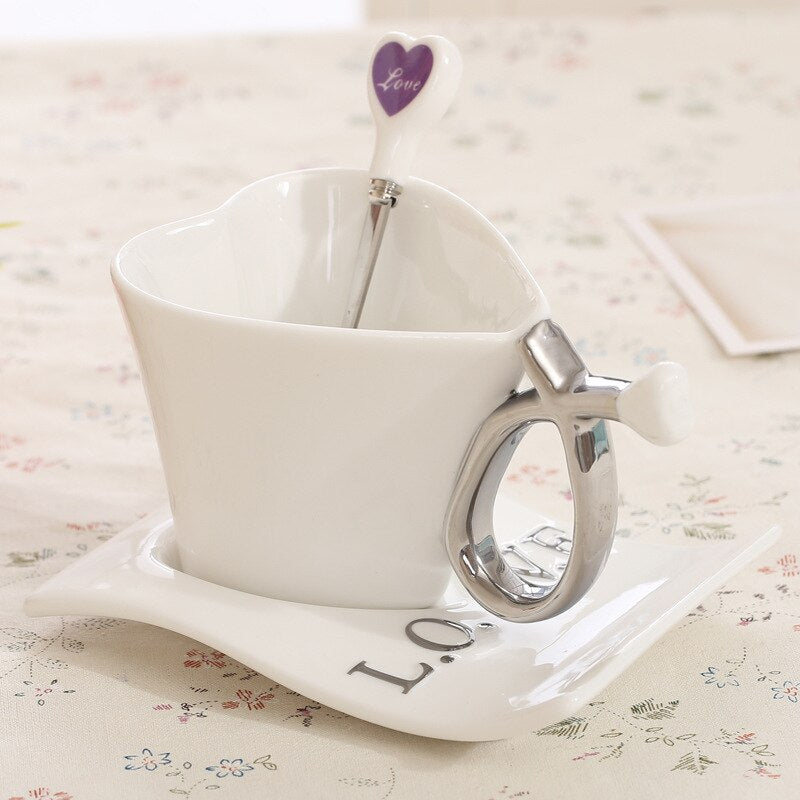 Meltset 1 Set Heart Shape Ceramic Coffee Cup Set Coffee Cup+Saucer+Spoon Creative Tea Cup Set  For