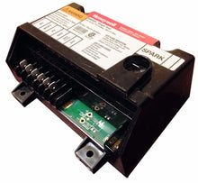 Load image into Gallery viewer, HoneyWell Ignition Control Module Box | Middleby Part # 42810-0114