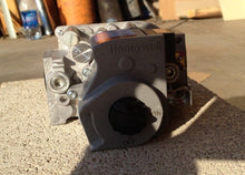 Load image into Gallery viewer, Honeywell Dual Gas Valve | Middleby Part # 42810-0121