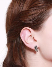 Load image into Gallery viewer, Leaf Stud Earring - Luxoba