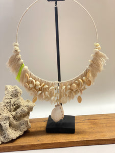 shell necklace with stand