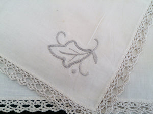 Set of 4 Vintage Ivory and Ecru Embroidered Cotton Linen Napkins with Ecru Coloured Crochet Lace Border (Edging)