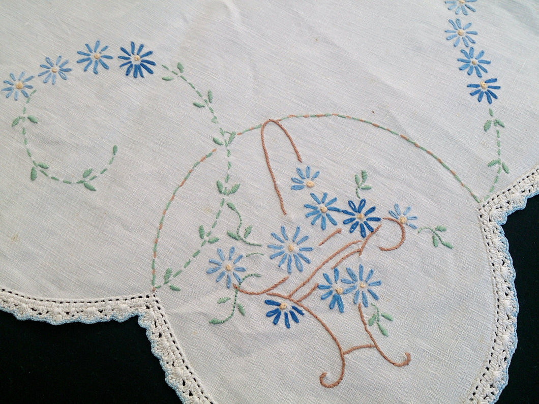 1920/30s Vintage/Antique Embroidered White Rectangular Table Runner with Crocheted Lace Edging
