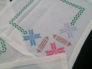 Retro Vintage Set of 4 Hand Embroidered White Linen Doilies or Placemats 2 X Square, 2 X Rectangular Soft Cotton Linen Placemats