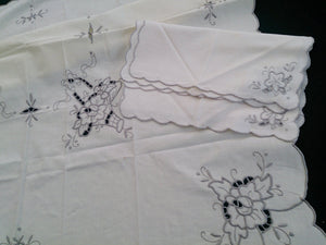 Small Square Embroidered Vintage Ivory Linen Tablecloth with 4 Matching Napkins