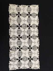 1960s Pattern Antique Linen White Crochet Lace Table Runner