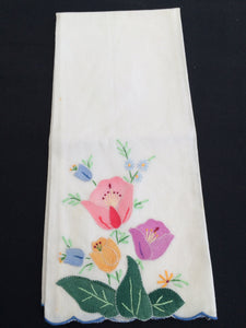 Vintage Embroidered and Appliqued White Linen Tea/GuestTowel with Scalloped Edge and Tulips