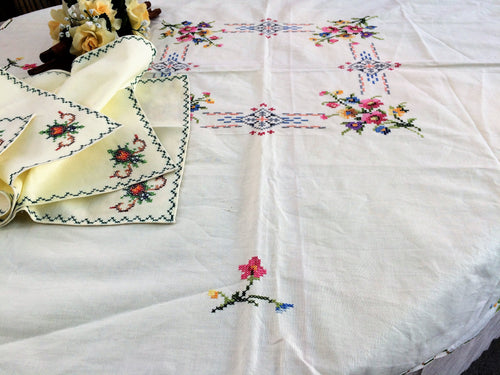 Cross Stitch Embroidered Vintage Pale Yellow Tablecloth and 4 Napkins Set