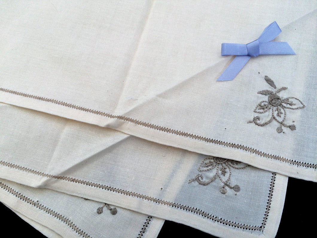Set of 4 Unused Vintage Ivory Cotton Linen Napkins with Ecru Hand Embroidery and Ajour Openwork Edge