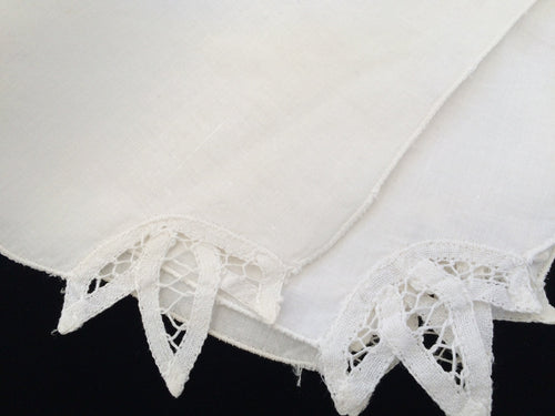 A Set of 4 Vintage White Cotton Linen and Battenburg Lace Cloth Party Napkins