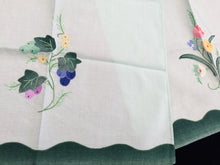 Load image into Gallery viewer, A Pair of Vintage Applique Embroidered Green and White Cotton Linen Tea or Guest Towels