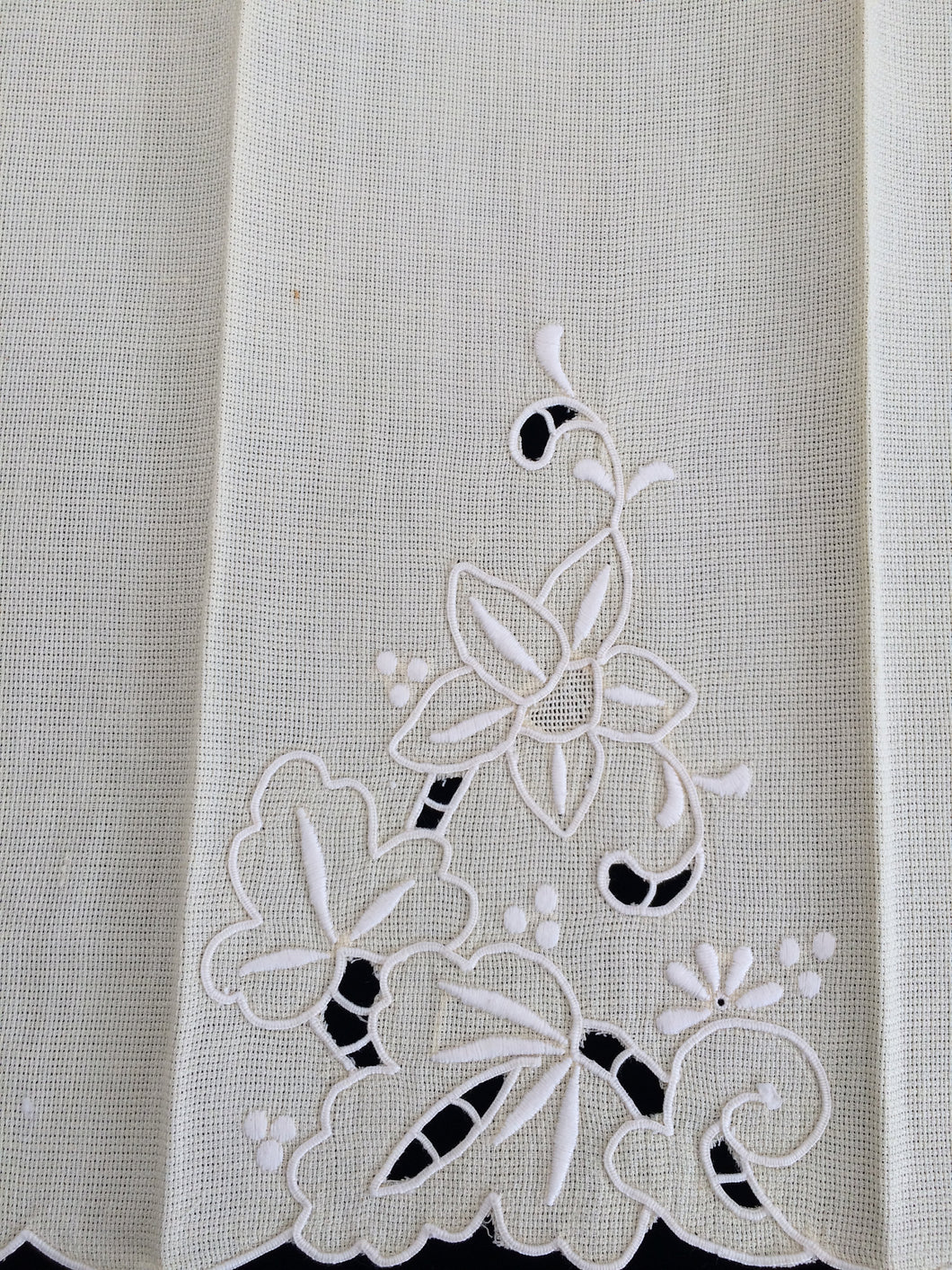 Vintage Pale Yellow and White Madeira Embroidered Linen Tea or Guest Towel