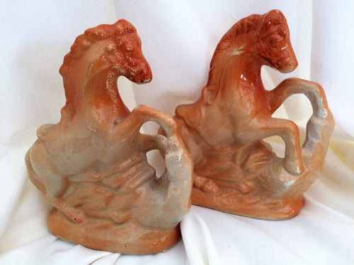Horse Figurines. A Pair of Vintage English Horse Porcelain Ornaments