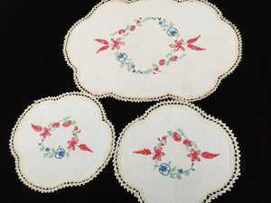 Dresser Duchesse Set of 3 Vintage Hand Embroidered Linen and Ivory Crochet Lace Doilies