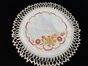 1930/1940s Vintage Hand Embroidered Doily with Cross Stitch and Beige Crocheted Lace Edge