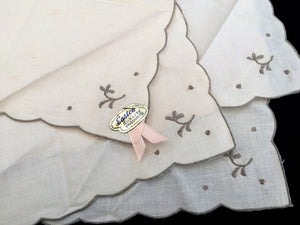 A Set of 4 Vintage Hand Embroidered Ivory/Ecru Cotton Linen Napkins with Scalloped Edging