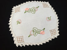 Load image into Gallery viewer, 1940-1950s Vintage Hand Embroidered White Linen Doily with Strawberries and White Crocheted Lace Edge