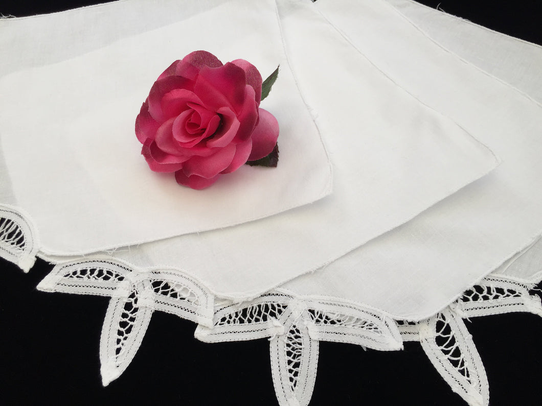 A Set of 4 Vintage White Cotton Linen and Battenburg Lace Party Napkins