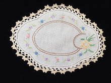 Load image into Gallery viewer, 1930-1940s Australian Vintage Hand Embroidered Floral Off-white Linen Doily with Ecru Crocheted Lace Edge