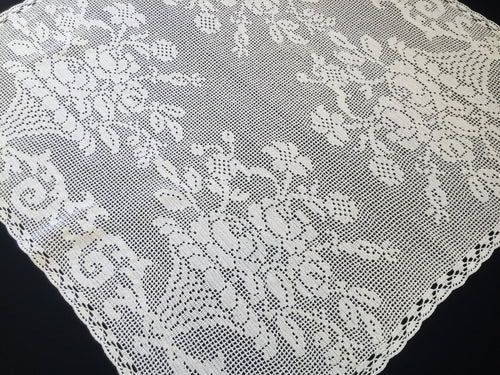 Vintage Filet Crochet Lace Tablecloth with Flower Urns Art Deco Pattern