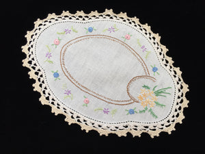 1930-1940s Australian Vintage Hand Embroidered Floral Off-white Linen Doily with Ecru Crocheted Lace Edge