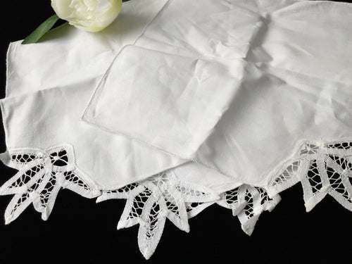 Unused Vintage Set of 4 White Cotton Linen Party Napkins with Battenburg Lace Detail